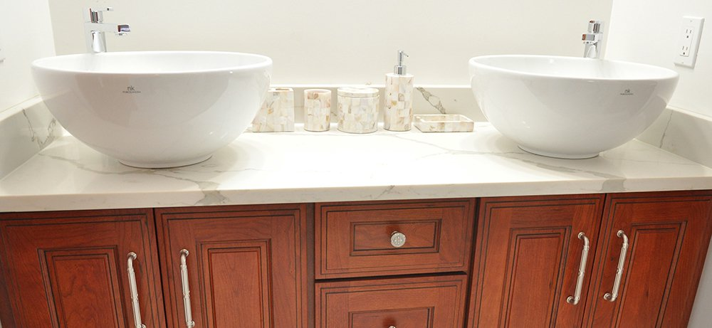 Gorgeous Kitchen Renovation In Potomac Maryland: Traditional Bathrooms In Potomac, MD With Omega Cabintry